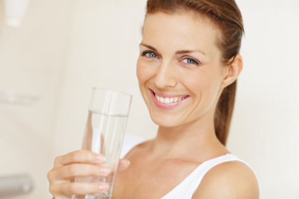 beautiful-woman-drinking-glass-of-water